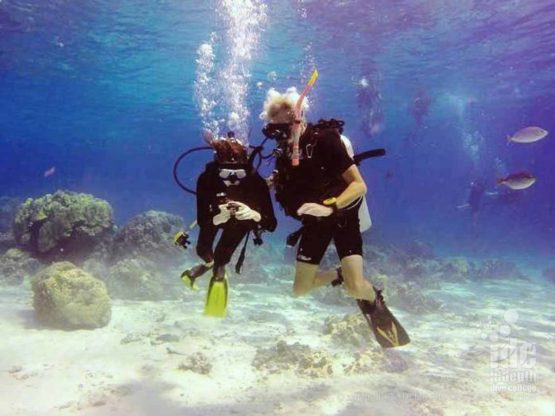 PADI Underwater Navigation student on his last dive before certification