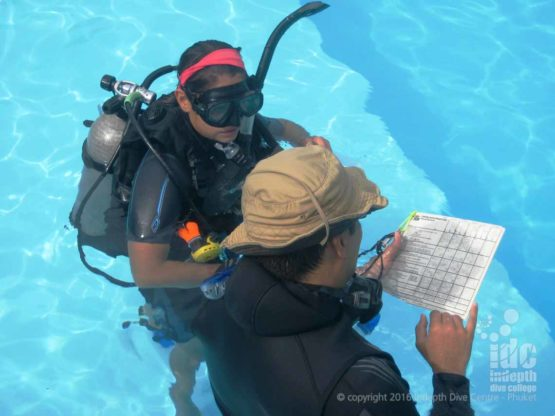 PADI examiner grading confined water presentation