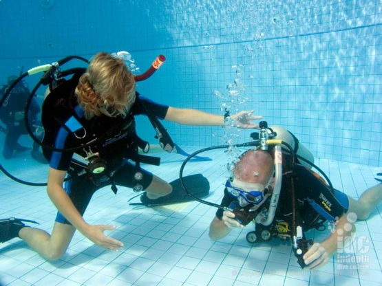 Learning PADI Neutral buoyancy skills is easy with Indepth