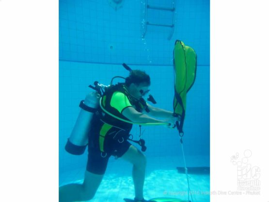 PADI Search and Recovery pool dive