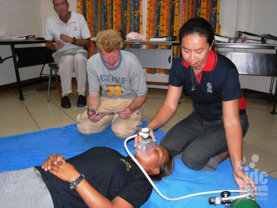 Oxygen Emergency Course Students work in groups of 3