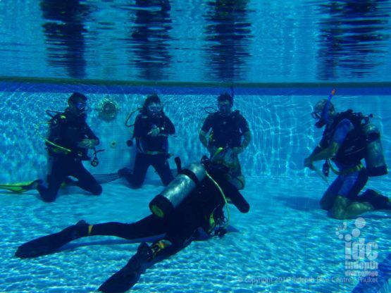 PADI Divemaster Candidate assisting an Instructor during a PADI Open Water Course