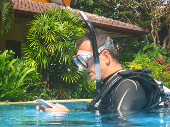 PADI Scuba Instructor Candidate giving a CW briefing