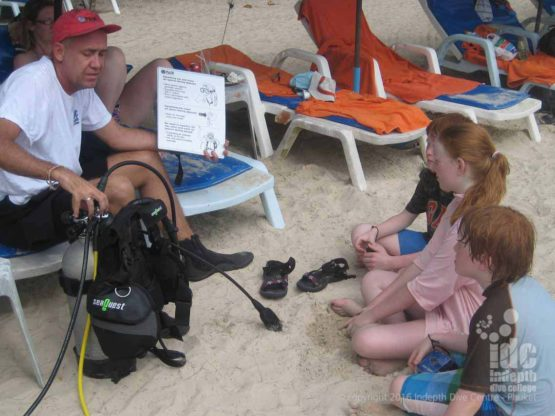 Children can try scuba diving for the 1st time of the beach or boat