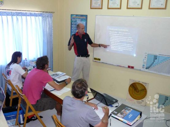 PADI Course Director Chris giving a Presentation on the AI course with Indepth