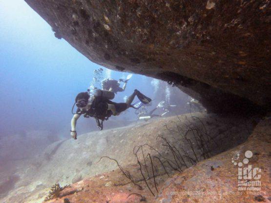 Overhang under boulder at Elephant Head Rock