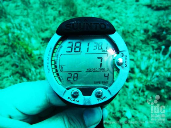 The maximum depth on the PADI Deep Diver course is 40m which we try and reach on dives 3 & 4