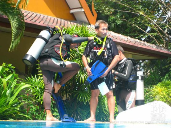 PADI OWSI Candidates getting ready for a pool entry