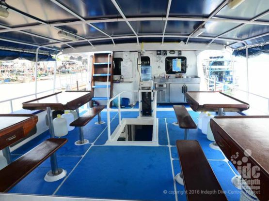 Similan Liveaboard Andaman Tritan top deck