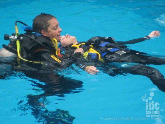 Surface rescue skills are an important part of the PADI Rescue Diver Course