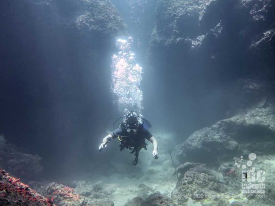 Cool landscapes are an highlight of diving Turtle Rock dive site