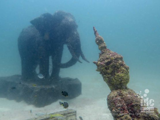 Underwater statues are the highlight of Siam Bay dive site - Phuket diving