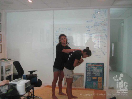 EFR Instructor teaching Conscious Chocking First Aid Skills