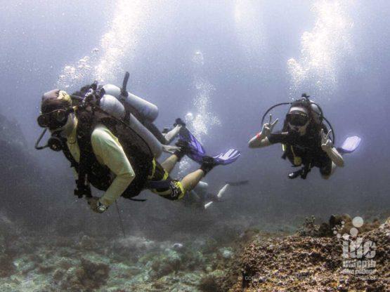 Happy divers at Koh Mai Thon dive site Phuket